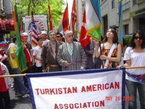 الجمعية التركستانية الأمريكية في مسيرتها السنوية بنيويورك.
